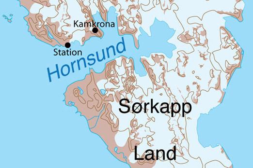 Hornsund med den polske forskningsstasjonen og Kamkrona (ulykkesstedet)
